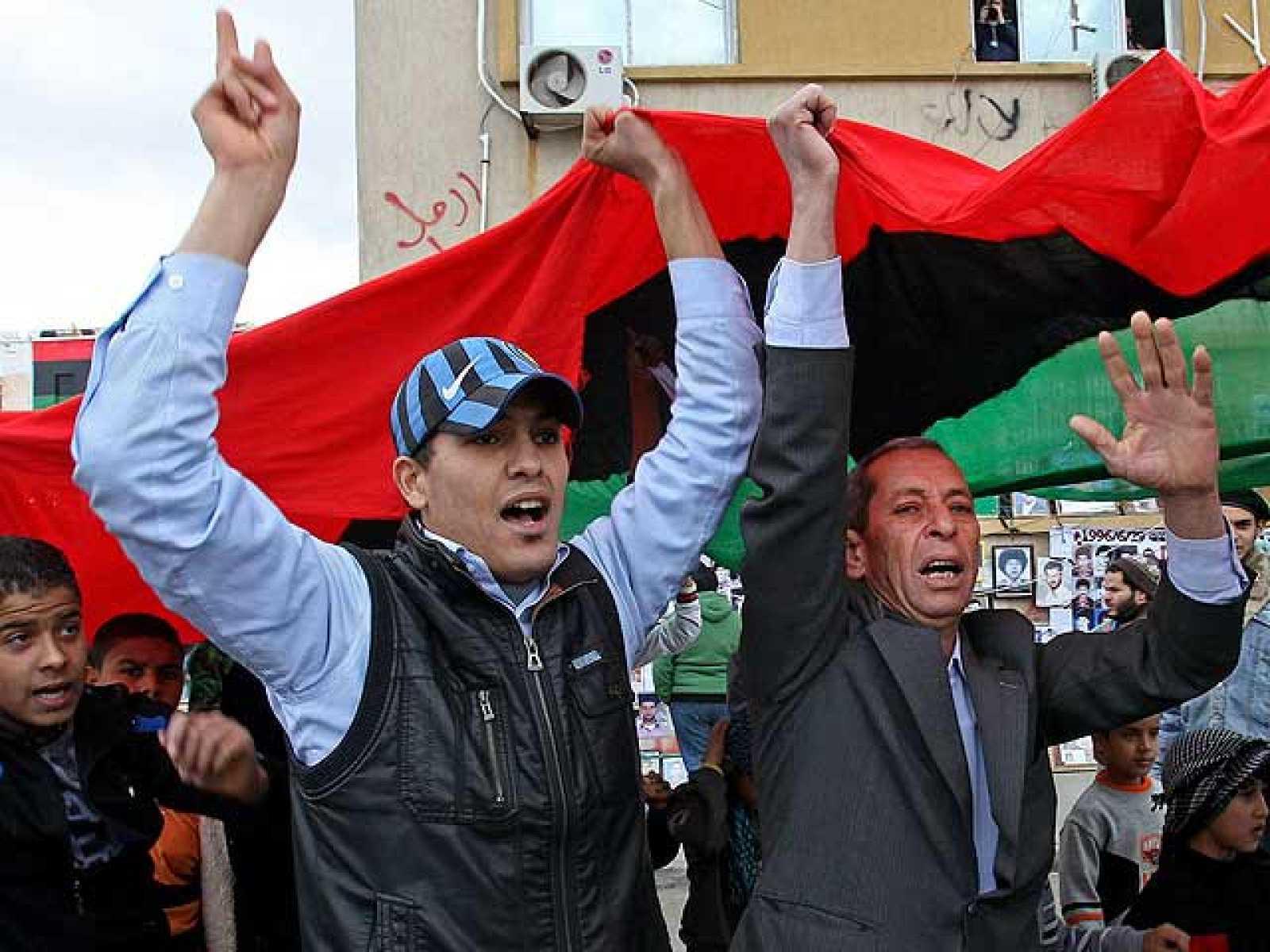 Gadafi dice que está preparado para un alto el fuego y los opositores libios festejan la resolución de la ONU