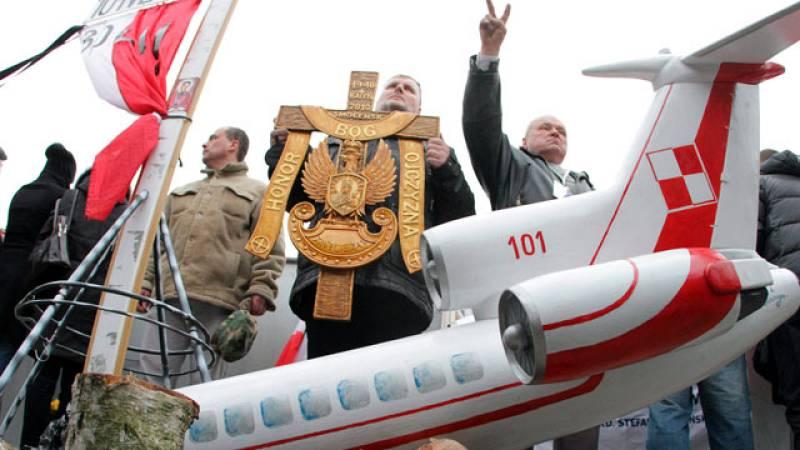 Homenajes un año después de la catástrofe de Smolensk