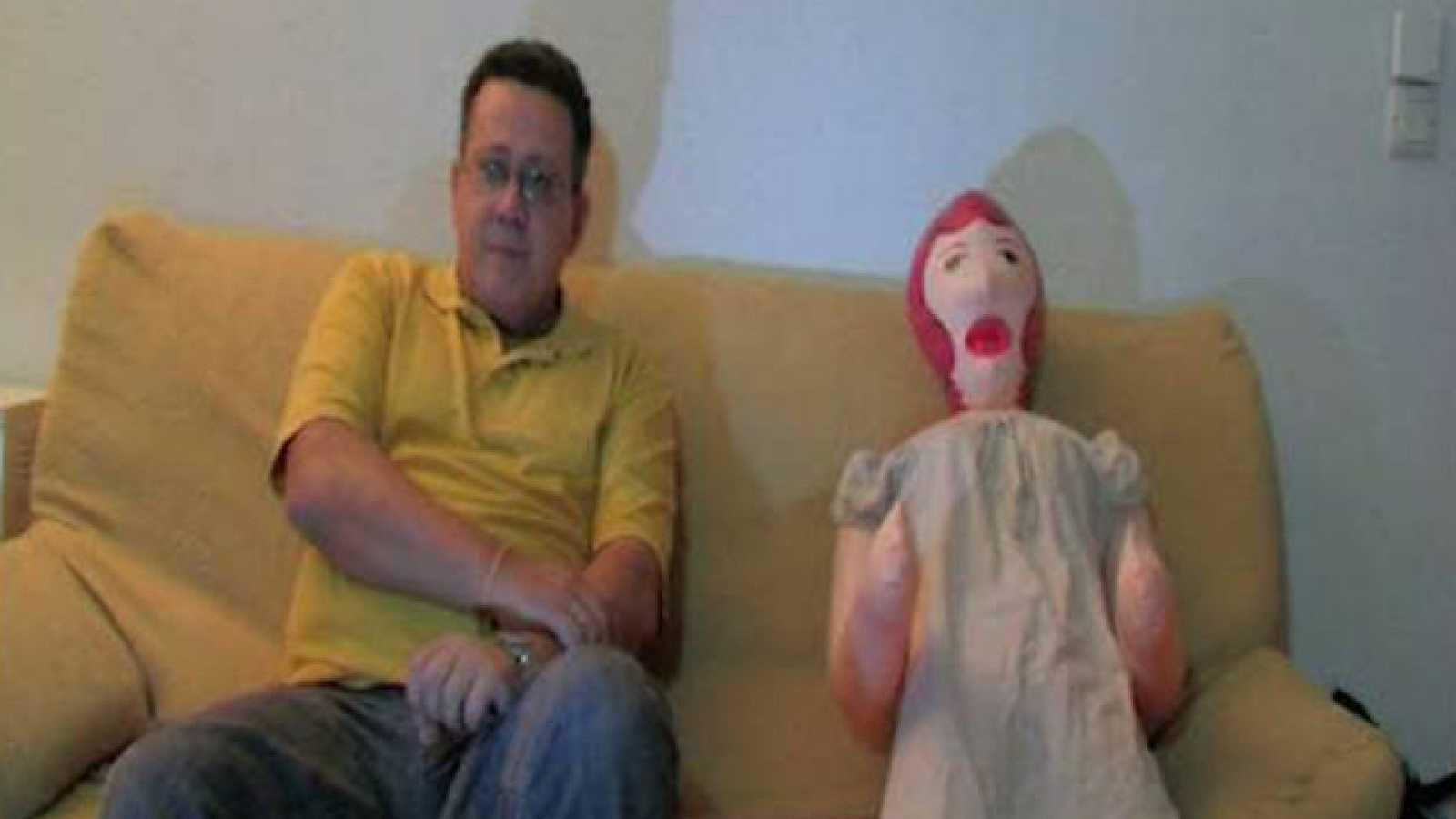 Dirigido por Alberto Gallego Ortiz. Sinopsis: 'Muñeca' es un corto que denuncia el maltrato psicológico.