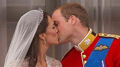 Guillermo y Catalina se besan en el balcón
