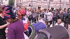 Ambientazo entre los seguidores de la boda real en Westminster