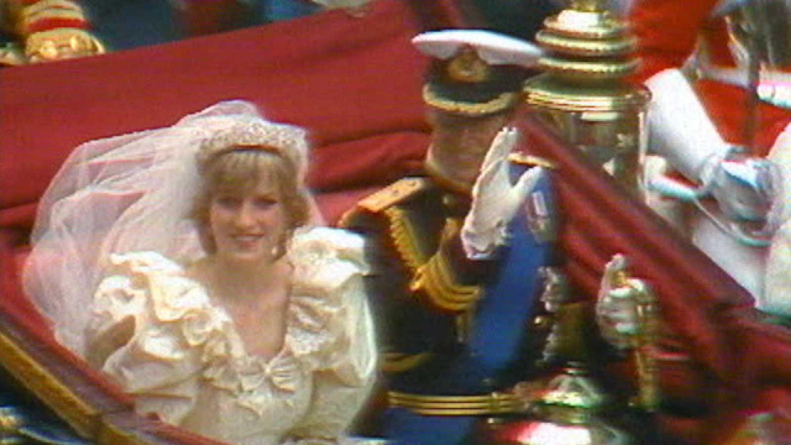 30 años separan la boda del Príncipe Guillermo y su padre con Diana de Gales