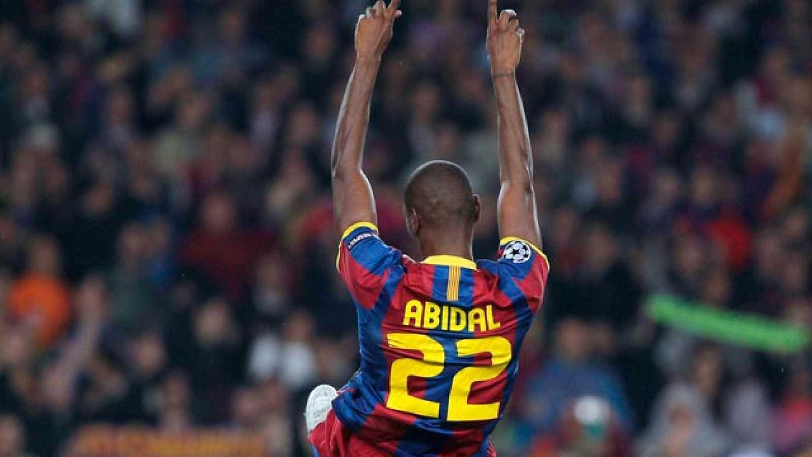 El defensa francés del FC Barcelona recibió la ovación de la noche al regresar después de haber superado un tumor y sus compañeros le dedicaron el pase a la final