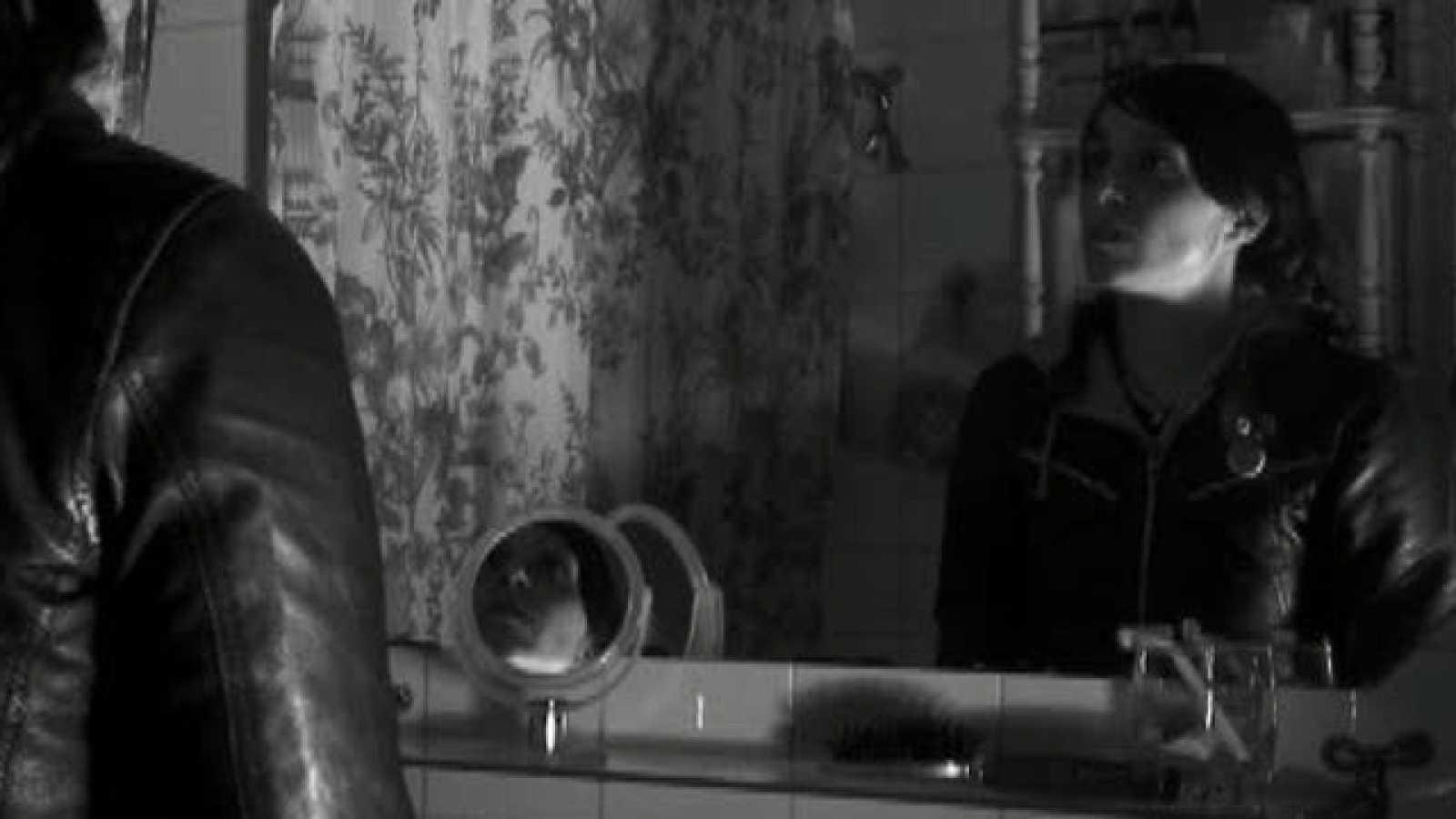Dirigido por Tono Galán. Sinopsis: Dos mujeres y un destino... Distinto.