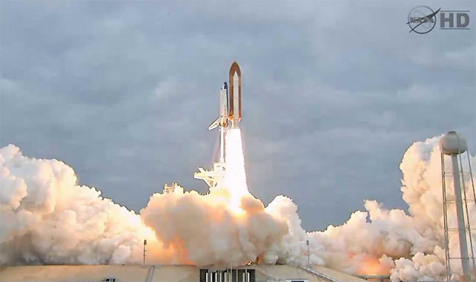 Tras varios aplazamientos el transbordador Endeavour ha despegado con éxito rumbo a su última misión. El lanzamiento se ha producido desde el Centro Espacial Kennedy a las 14:56 hora peninsular.