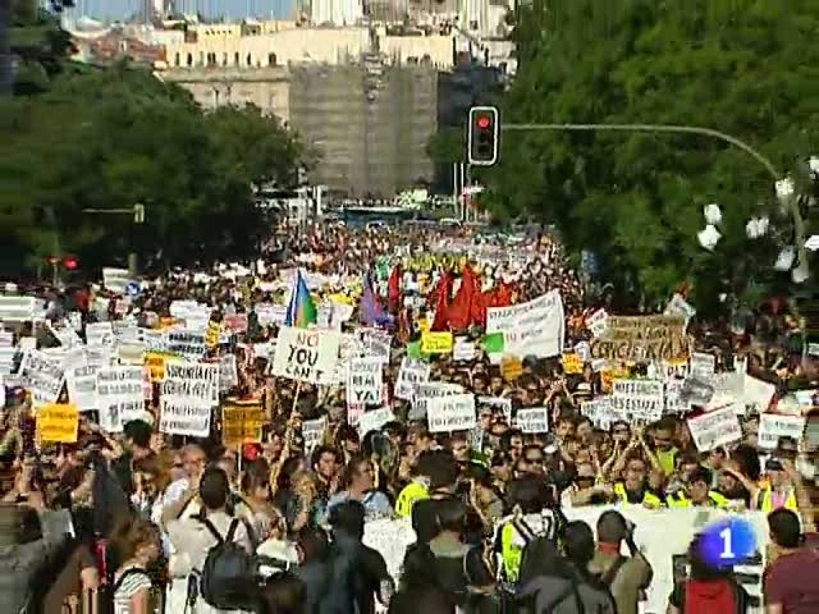 'Democracia Real ya' irrumpe en la campaña electoral con una gran manifestación