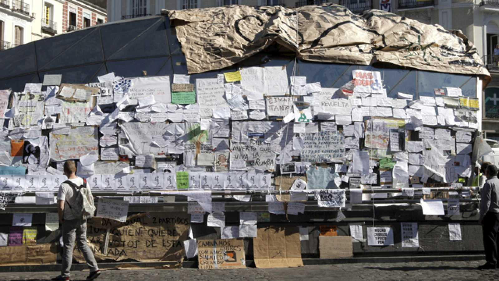 En la Puerta del Sol de Madrid se cumple la primera semana de la acampada del movimiento 15-M