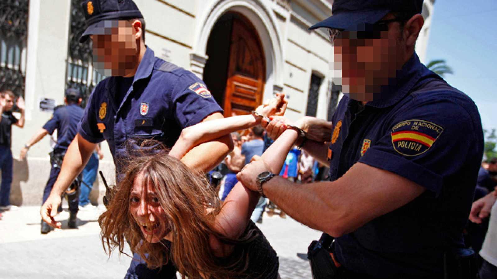 Cinco detenidos y 18 heridos en una carga policial contre el 15M en Valencia