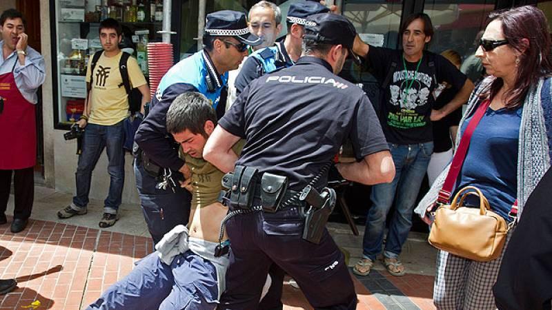 El movimiento 15M protesta la constitución de los ayuntamientos