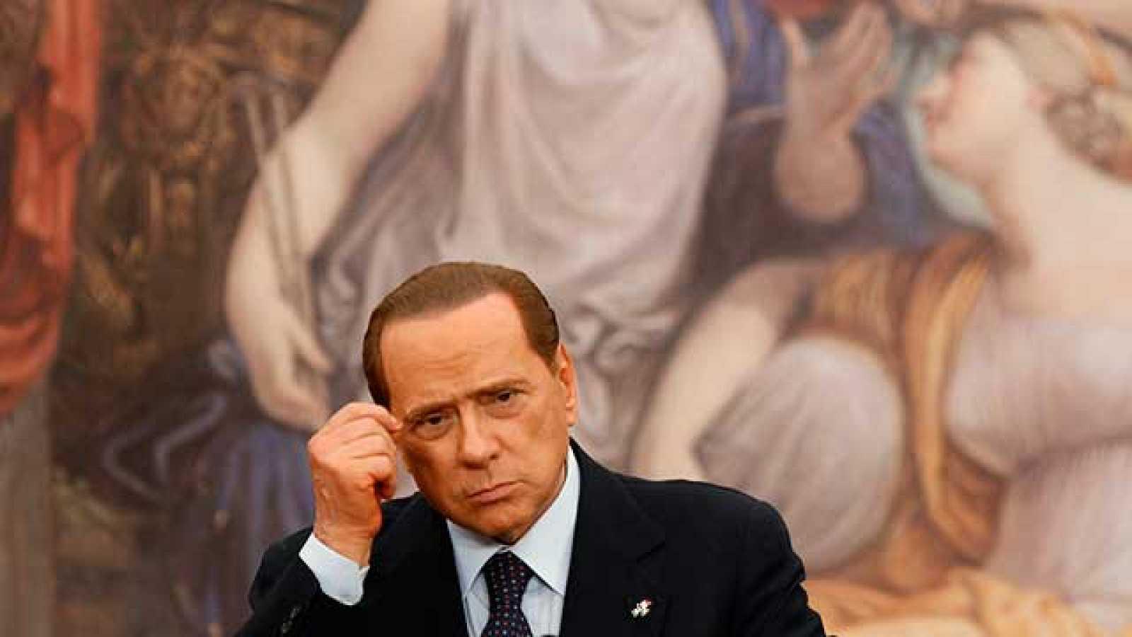 El primer ministro italiano, Silvio Berlusconi, ha aceptado el resultado de los cuatro referendos celebrados en Italia. Según el Ministerio del Interior, un 57 % de los italianos han participado en las consultas