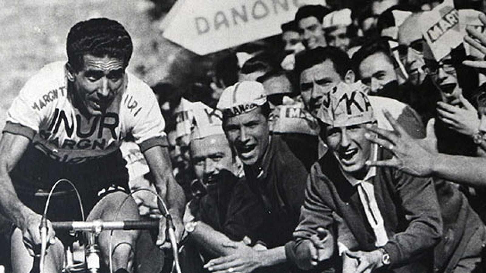 'El águila de Toledo' que encandiló a los aficionados al ciclismo nació en el Val de Santo Domingo en el año 1928. Su padre, que se llamaba Julián Martín, ejerció de peón caminero hasta que decidió por su cuenta y riesgo trasladarse a la ciudad de To