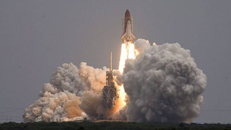 El Atlantis viaja hacia la EEI en el que es el último viaje de la NASA