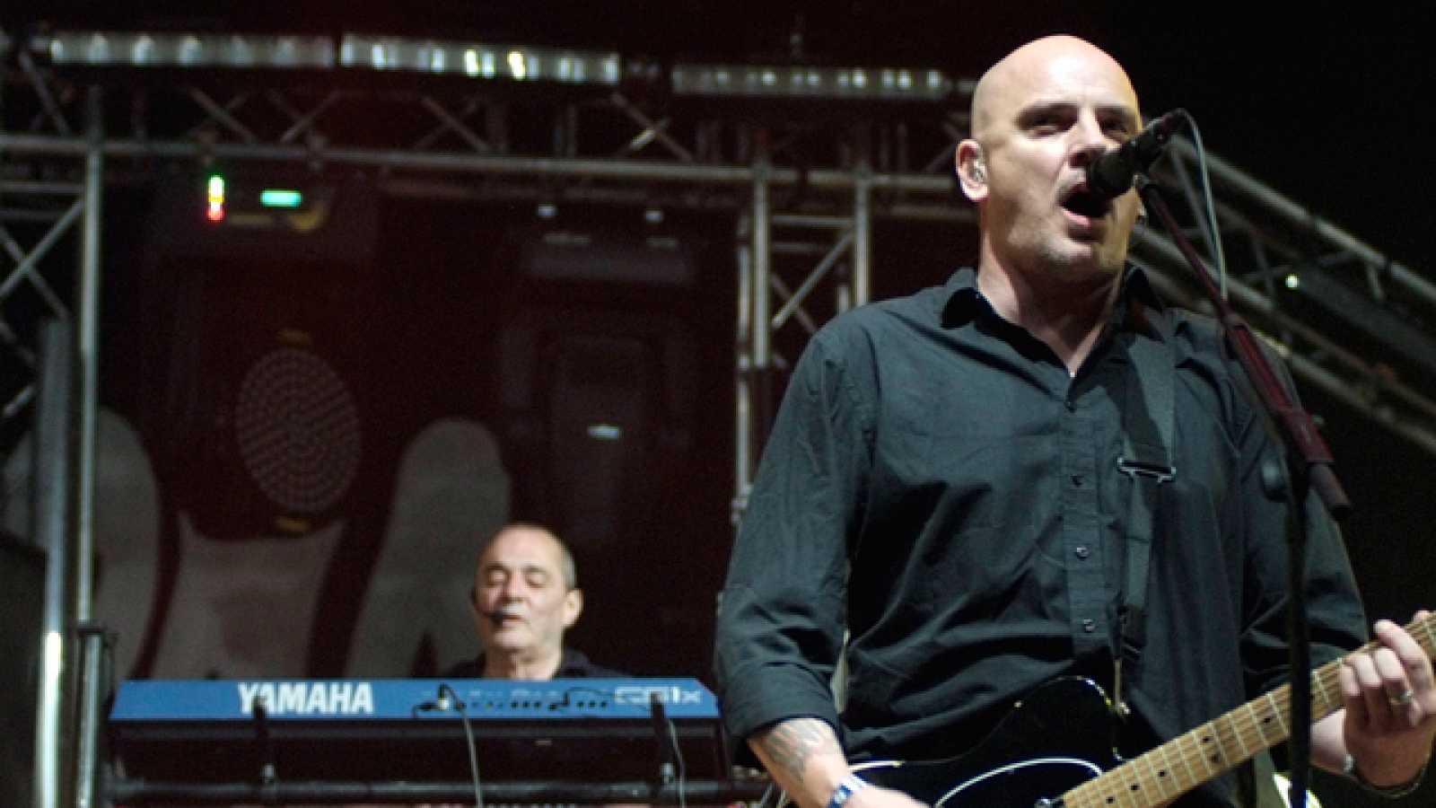 En plena forma, The Stranglers tomaron el viernes el escenario Fiberfib.com para presentar un repertorio clásico plagado de buen guitarreo rock (15/07/11).