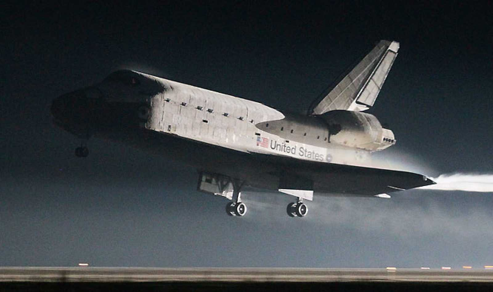 El Atlantis aterriza con éxito y pone fin a la era de los transbordadores