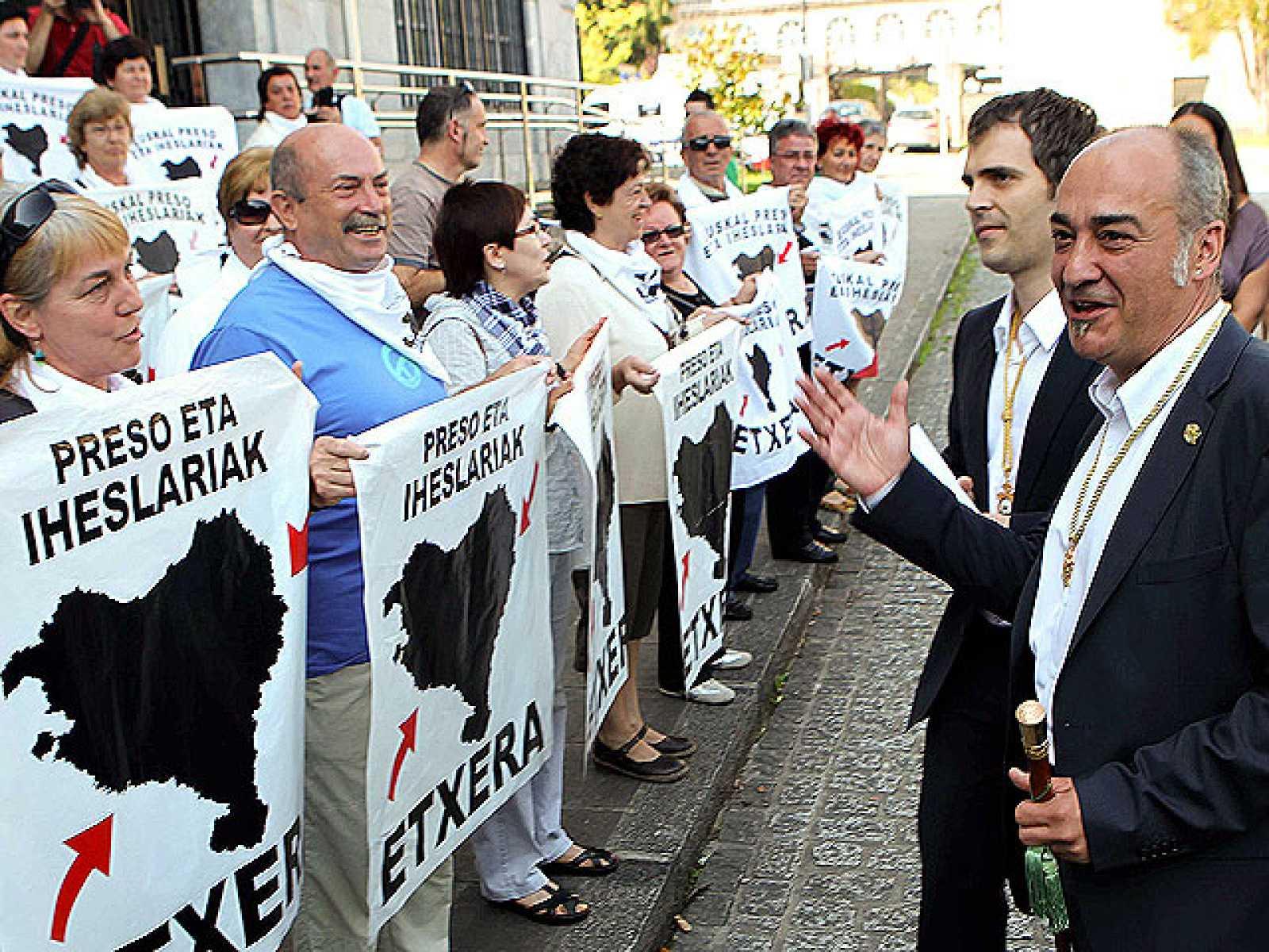 Garitano apoya a los familiares de presos etarras en Azpeitia