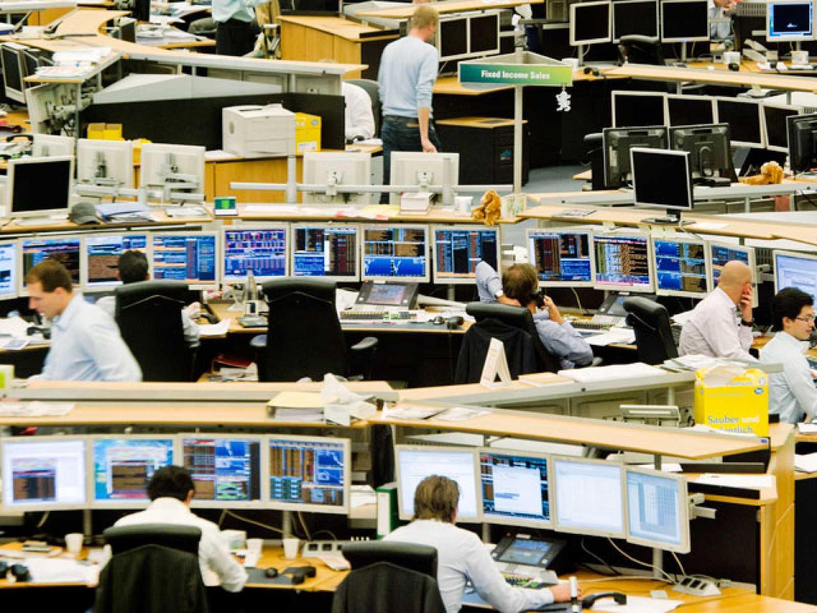 Las bolsas europeas se desploman en la primera sesión tras la rebaja de calificación de EE.UU.