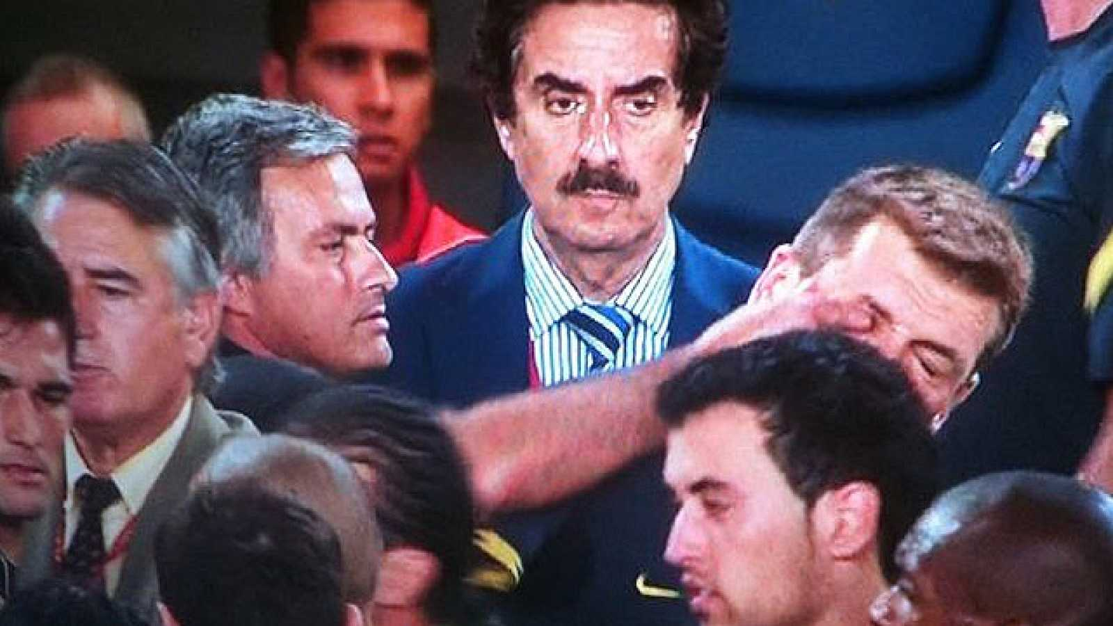 El entrenador del Real Madrid ha metido el dedo en el ojo al ayudante de Pep Guardiola, Tito Vilanova, en la tangana que se ha producido al final del partido de vuelta de la Supercopa de España.