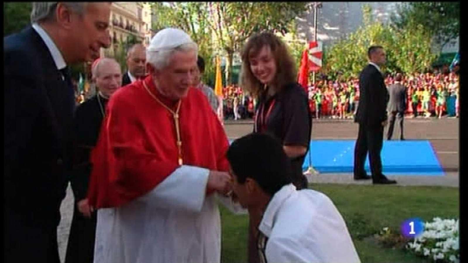 Especial informativo - Visita de S.S. el Papa Benedicto XVI - Bienvenida de los jóvenes en Cibeles - 18/08/11 - Ver ahora