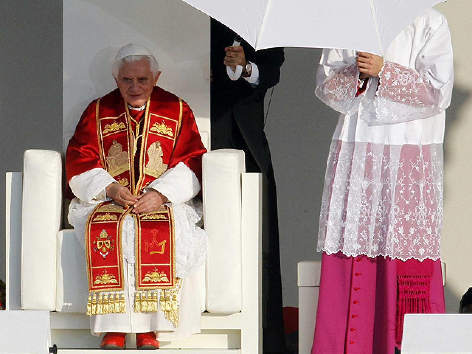 """El papa critica a los que deciden quien es """"digno de vivir"""" o ser sacrificado"""