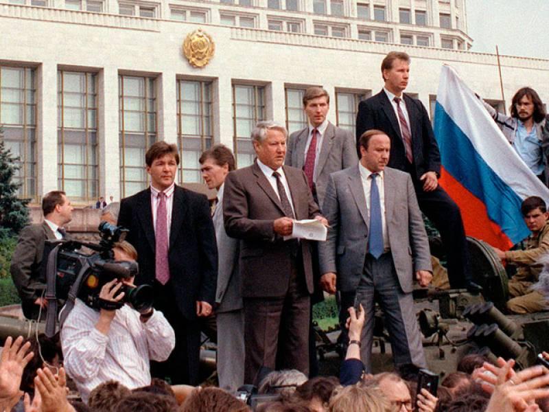 20 años del intento de golpe de estado contra Gorbachov que abrió el camino a la desaparición de la URSS