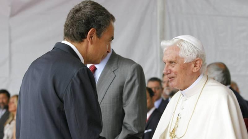 Reunión en la Nunciatura entre el Papa Benedicto XVI y Zapatero