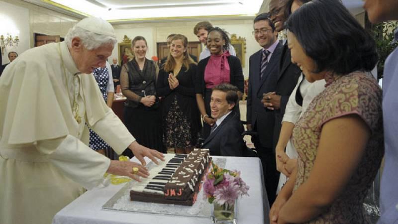 Doce jóvenes han podido almorzar con el papa
