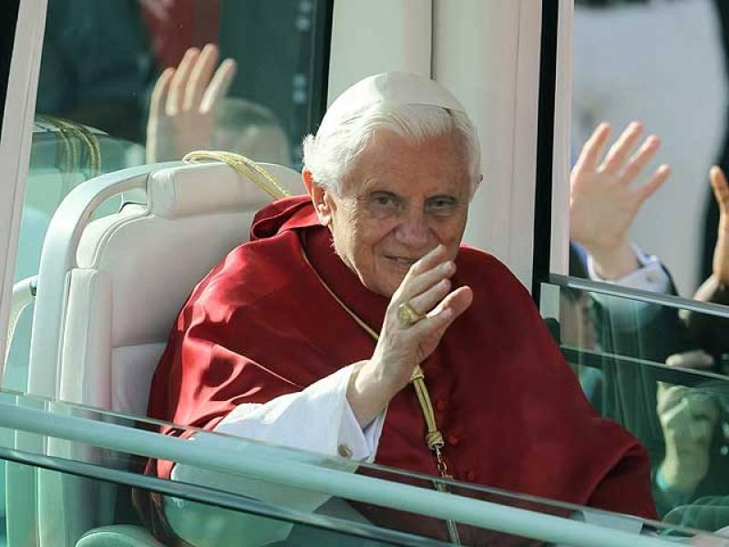 El papa confiesa a cuatro jóvenes en el Retiro en su tercer día en Madrid