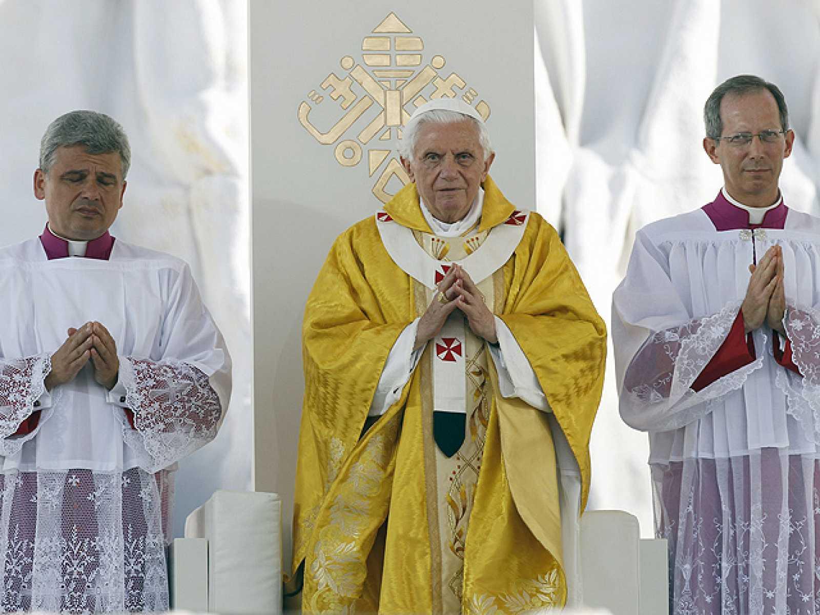 """El papa advierte de que no se puede """"seguir a Jesús"""" fuera de la Iglesia"""