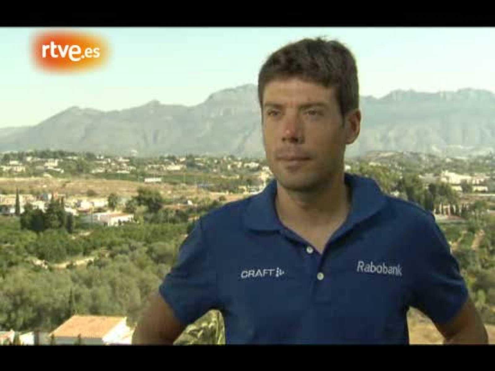 El veterano corredor español del equipo Rabobank se sincera ante la cámara de TVE sobre su debilidad por la Vuelta ciclista a España.