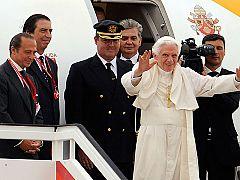Los reyes despiden al papa en Barajas