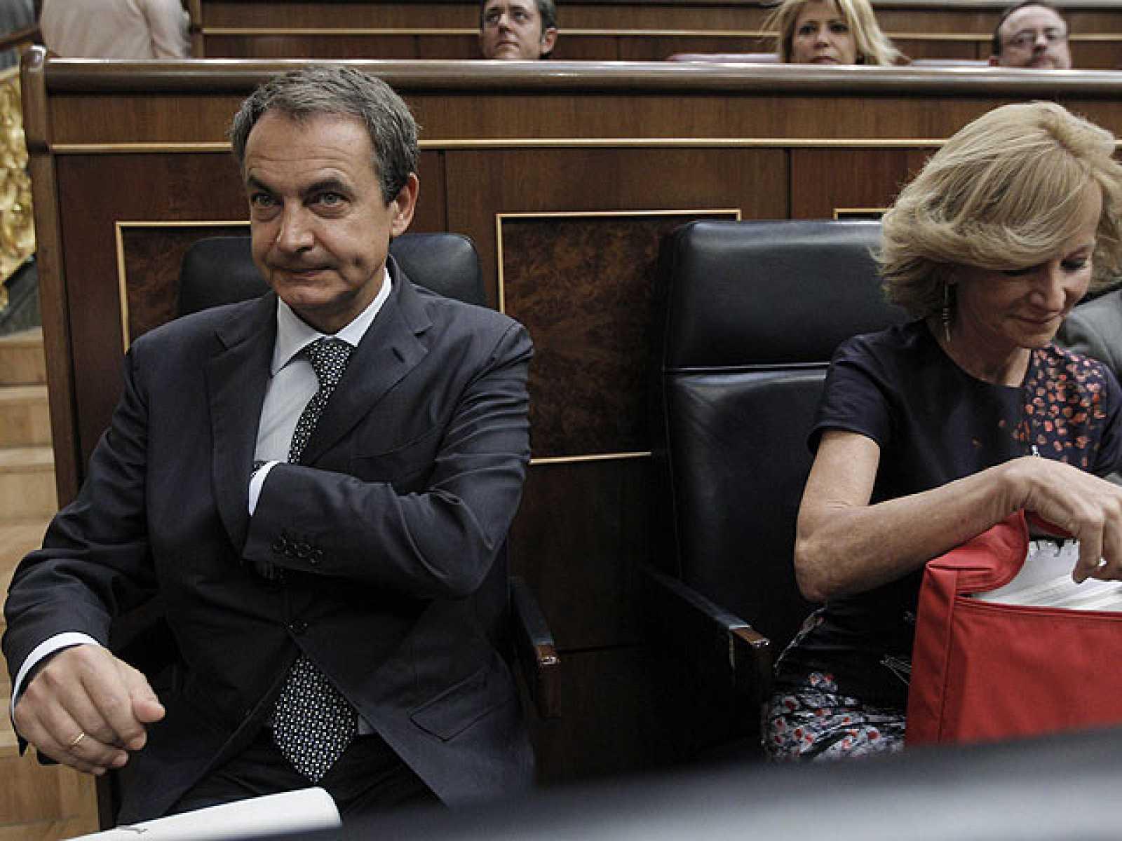 Zapatero propone incluir en la Constitución una regla para limitar el déficit y la deuda