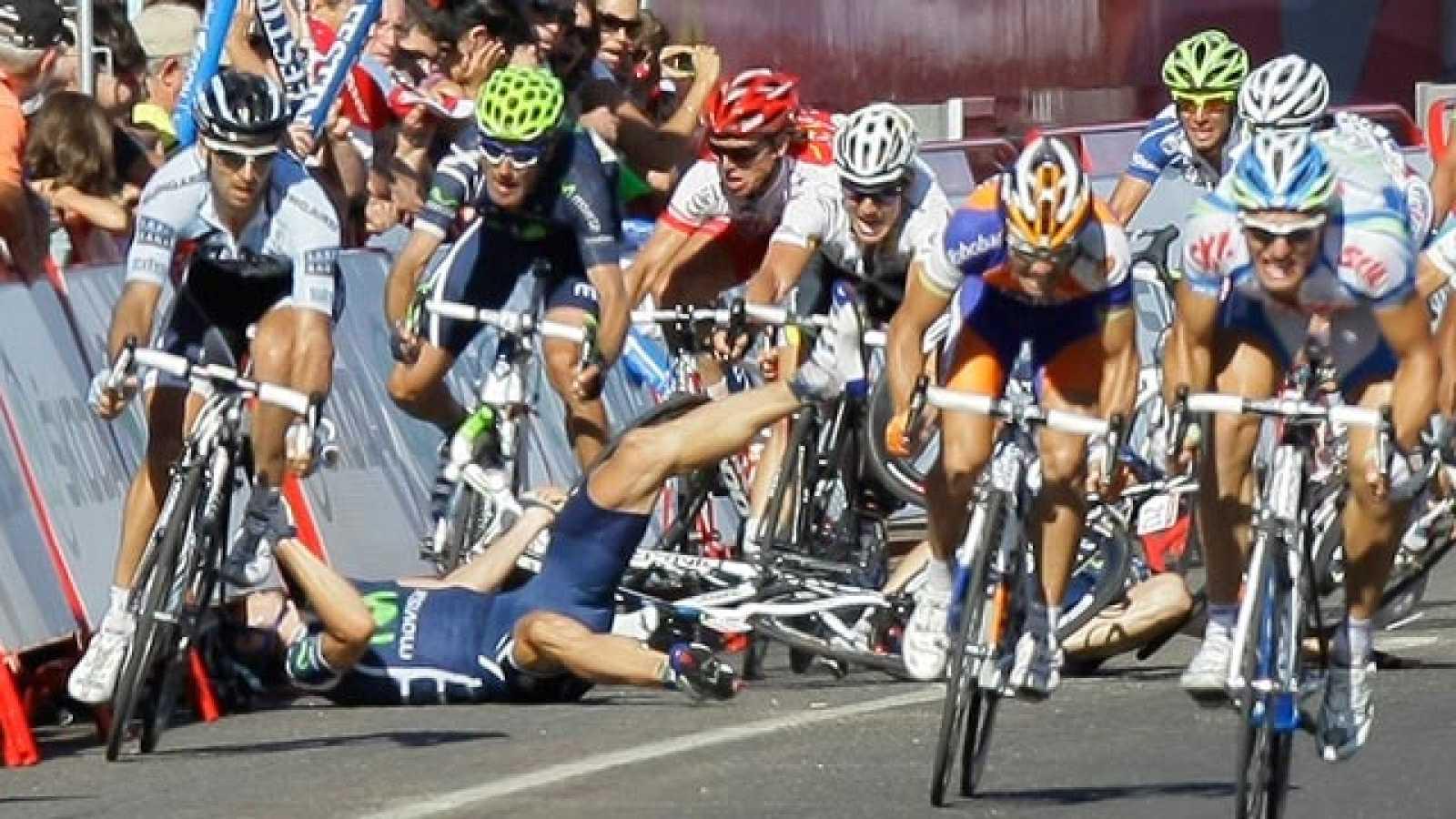 El final de la séptima etapa de la Vuelta 2011, con final en Talavera, se ha visto marcado por una 'montonera' en el inicio del sprint final