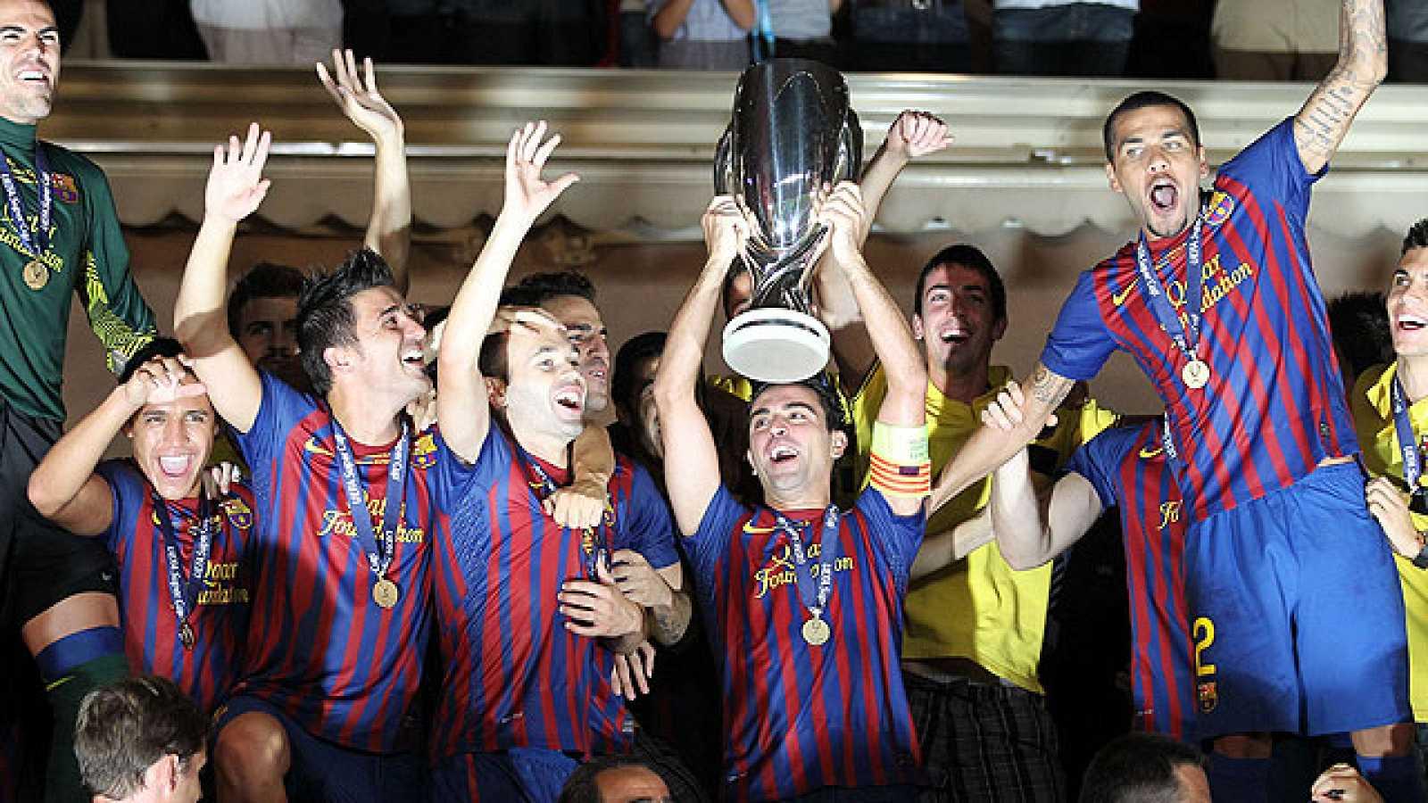 El Barcelona se ha impuesto al Oporto por 2-0 con tantos de Messi y Cesc Fábregas, que marcó su primer gol en partido oficial como jugador culé.