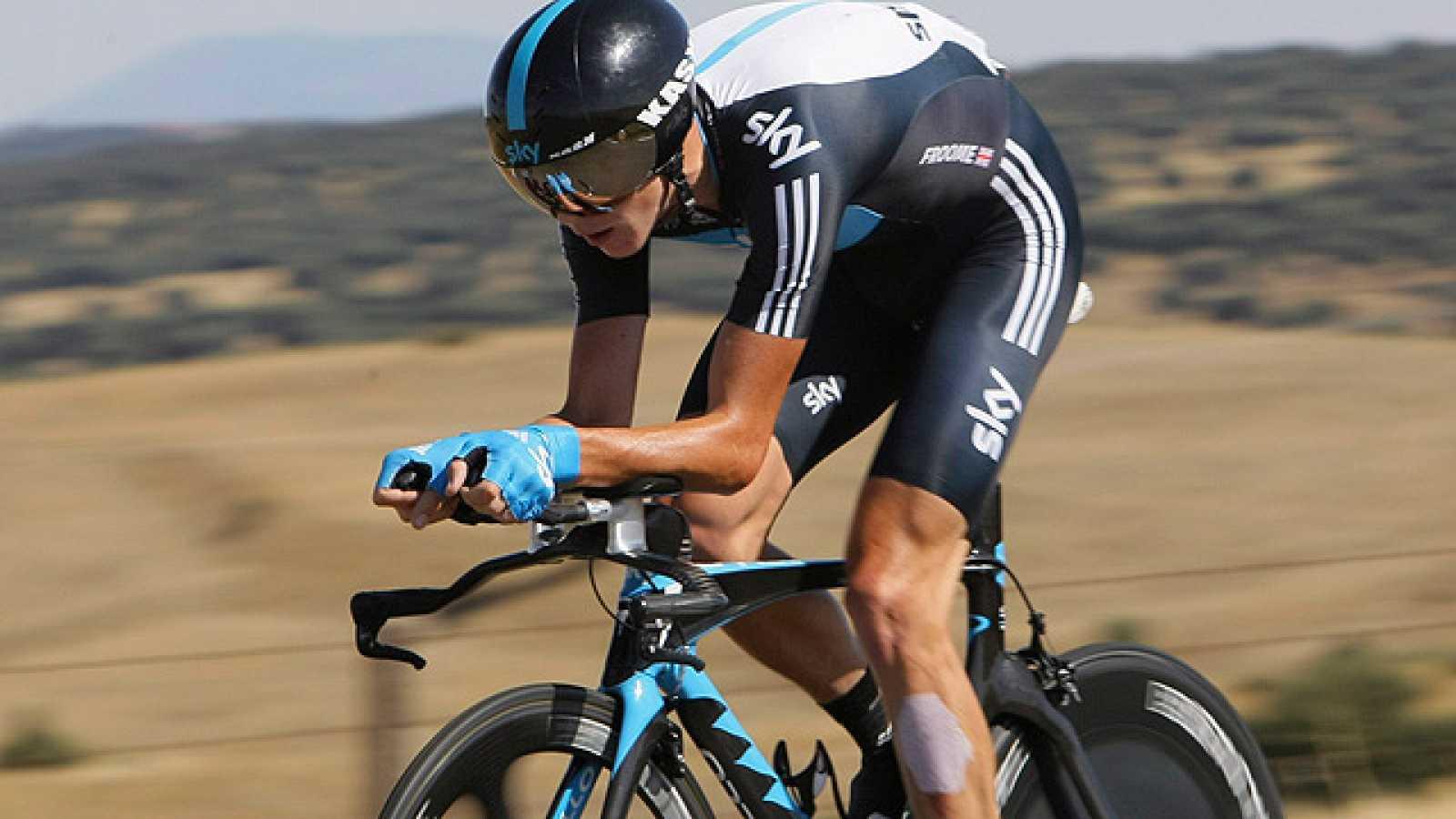 El sorprendente Chris Froome se ha aúpado al liderato de la Vuelta a España 2011 en la contrarreloj de Salamanca, que ha ganado el alemán Tony Martin.