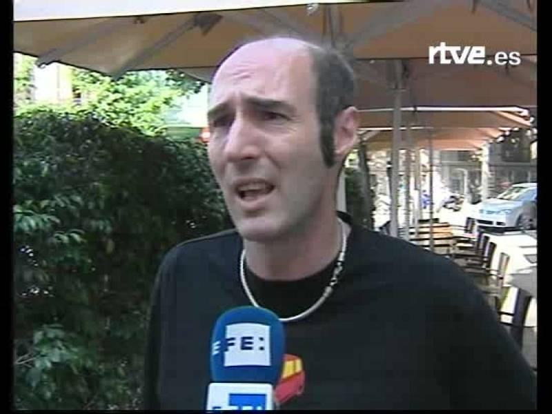 Eugeni Rodríguez, portavoz del frente de Liberación Gay de Cataluña, condena la detención de dos españoles en Gambia.