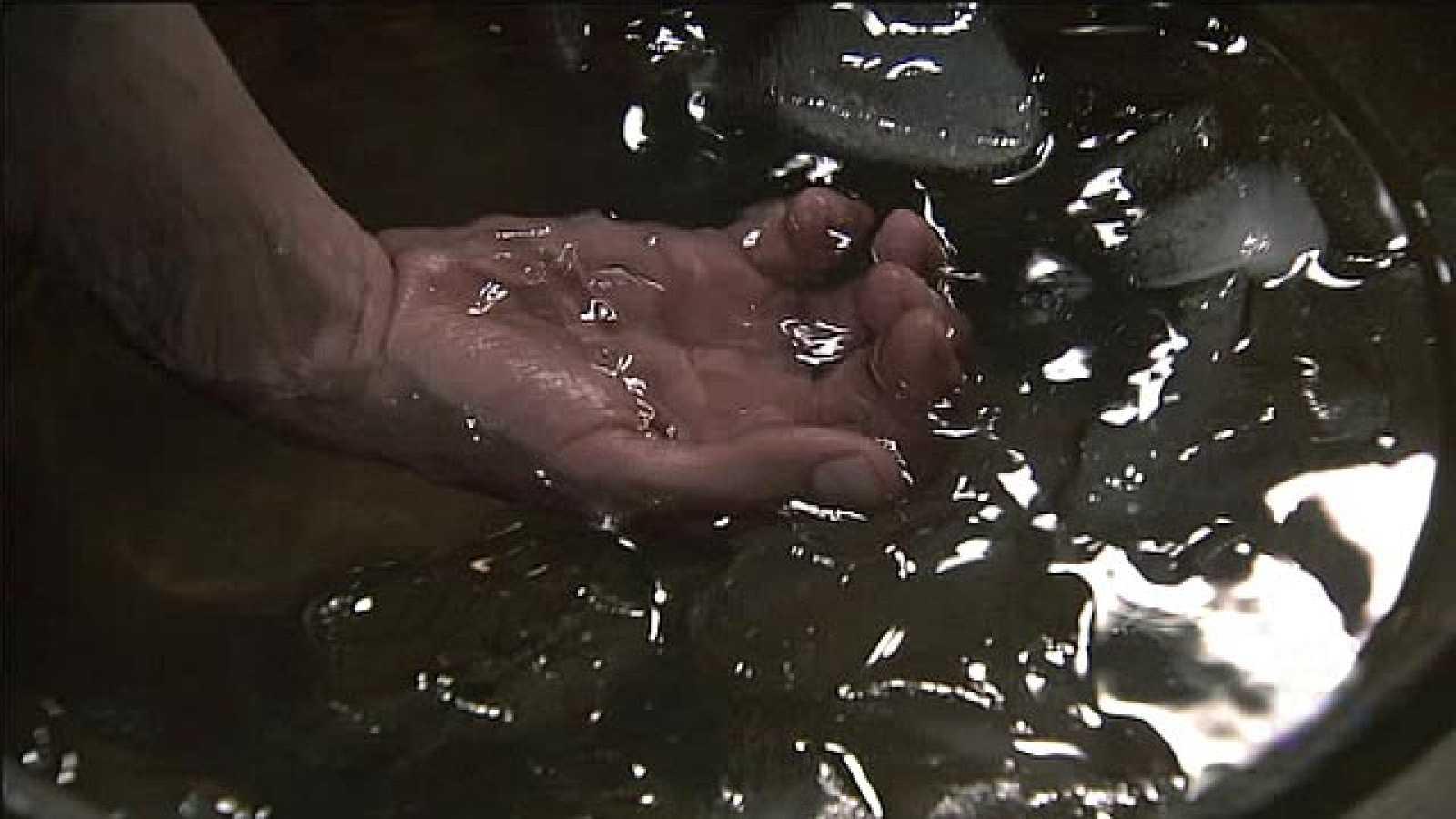 Águila Roja - Gonzalo alivia su dolor en hielo