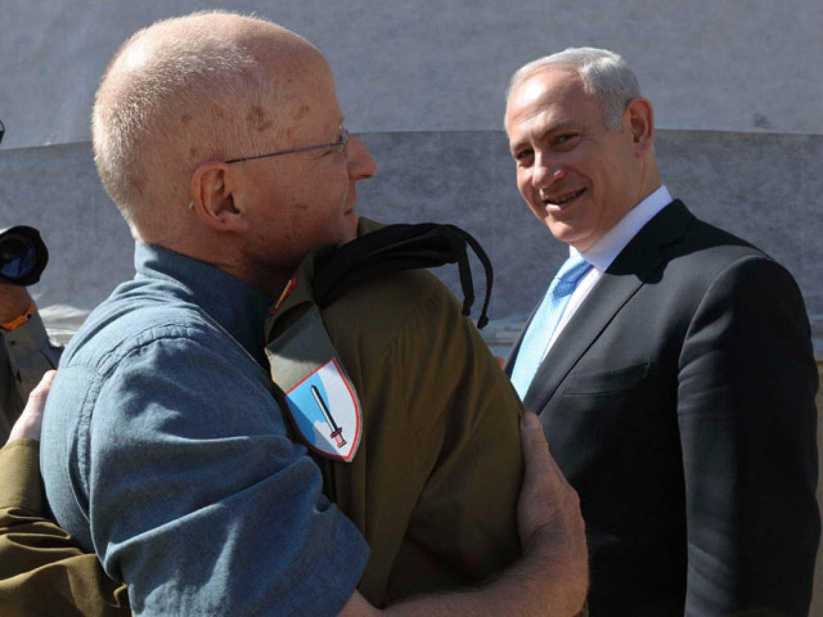 El soldado israelí Gilad Shalit ya está en manos de Israel
