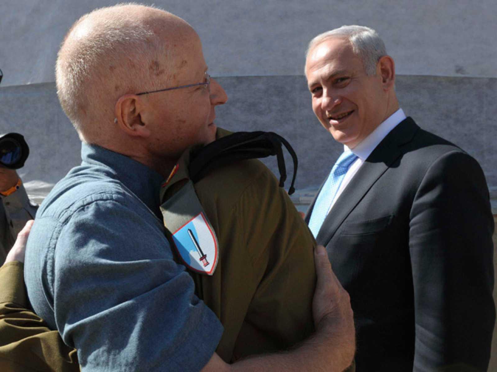 El soldado Shalit ha sido entrevistado por la televisión egipcia tras ser liberado por Hamás. Ha asegurado que espera que el acuerdo para su liberación lleve a una paz entre palestinos e israelíes.