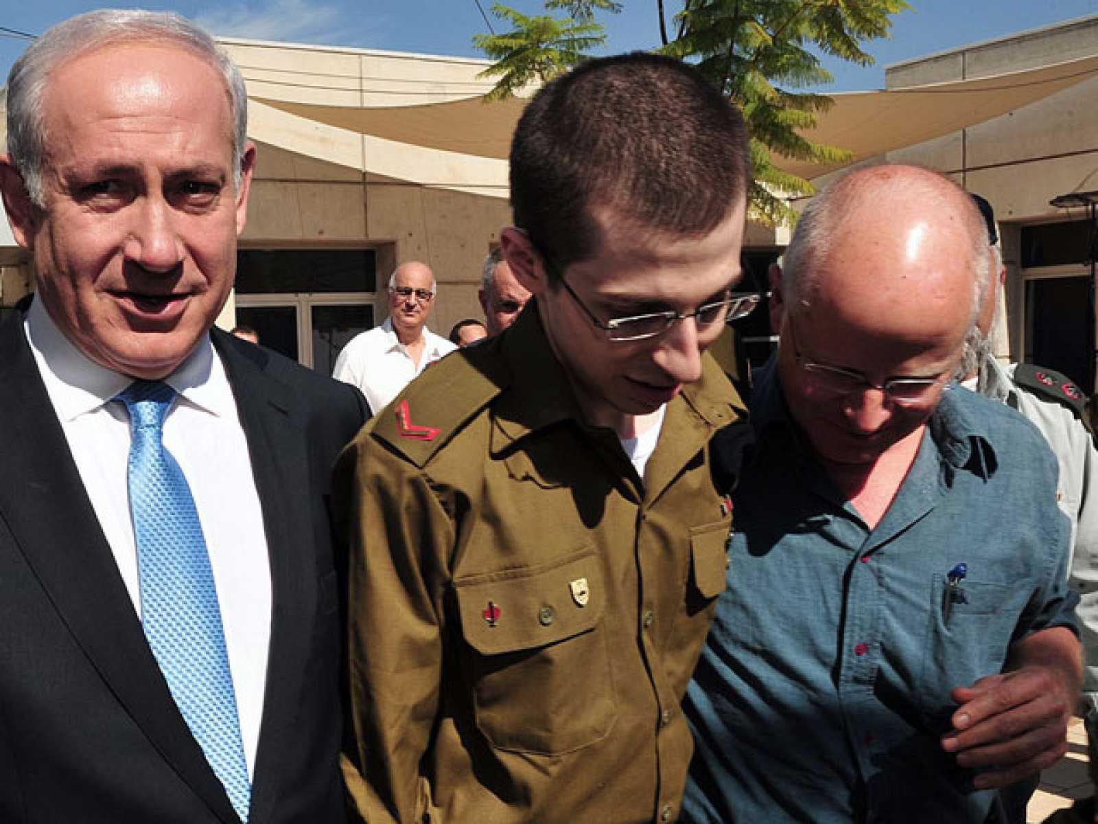 Israelíes y palestinos celebran el intercambio de prisioneros
