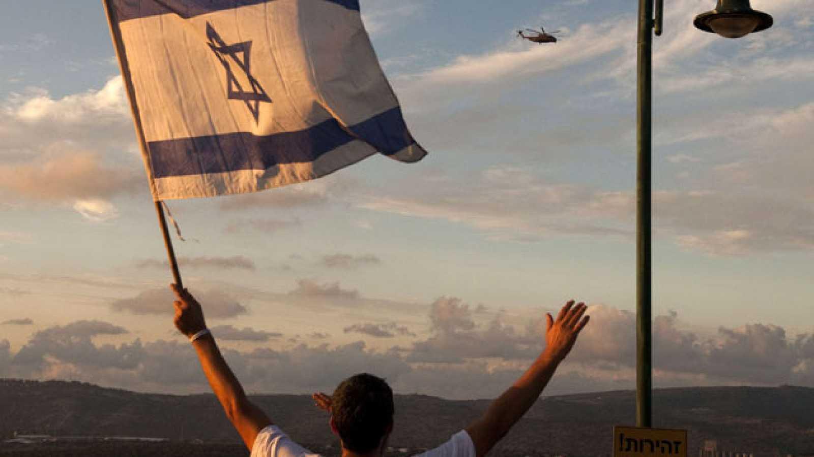 El soldado Gilad Shalit ha llegado a su localidad natal, al norte del país, donde ha sido recibido con emoción por sus vecinos y amigos.