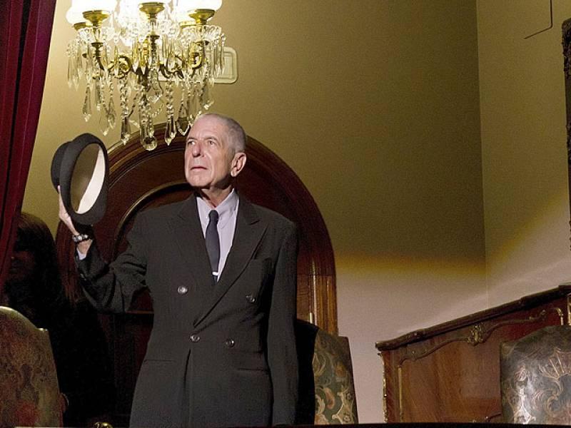 Leonard Cohen asiste al homenaje de poetas y músicos a su obra