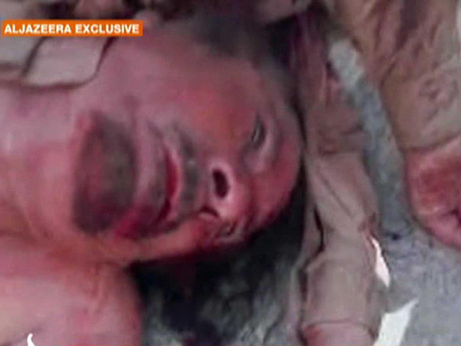 Primeras imágenes de Gadafi muerto