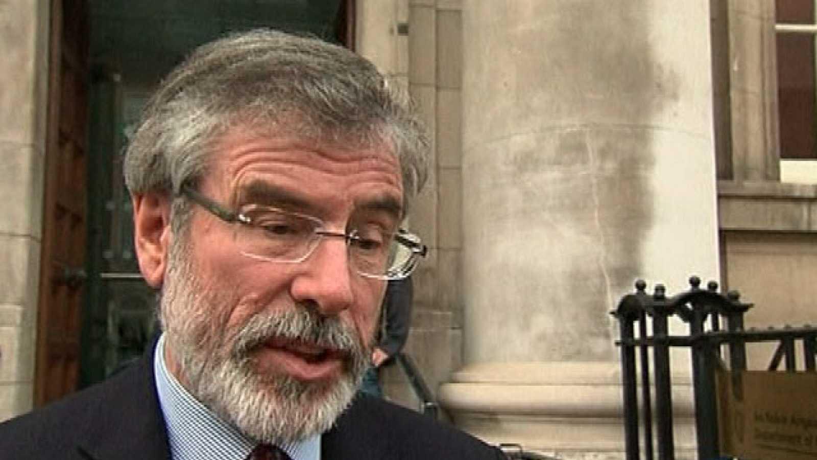 Gerry Adams saluda el anuncio de ETA