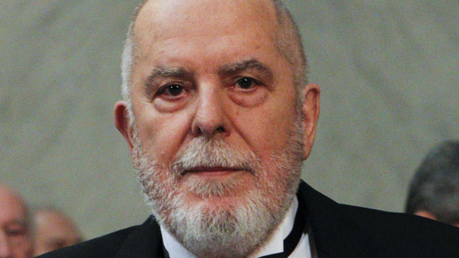 Ingresa en la Real Academia Española el latinista Juan Gil Fernández