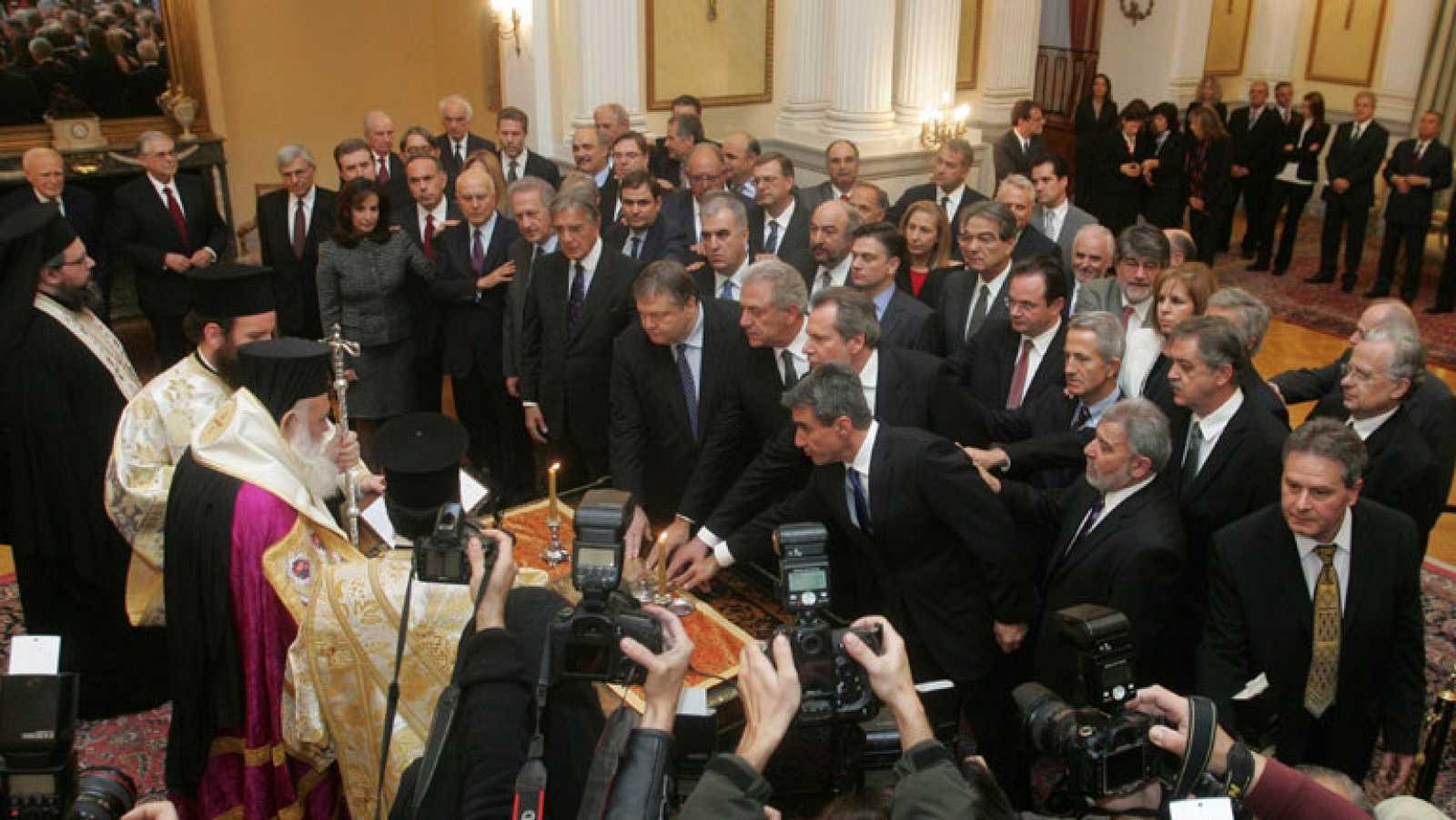 El nuevo gobierno griego toma posesión