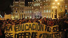Miles de estudiantes se manifiestan en Madrid y Barcelona contra los recortes en educación