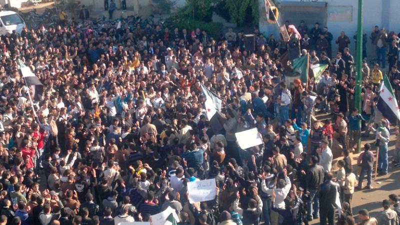 Siria quiere cambios en el plan de la Liga Árabe mientras continúa la represión