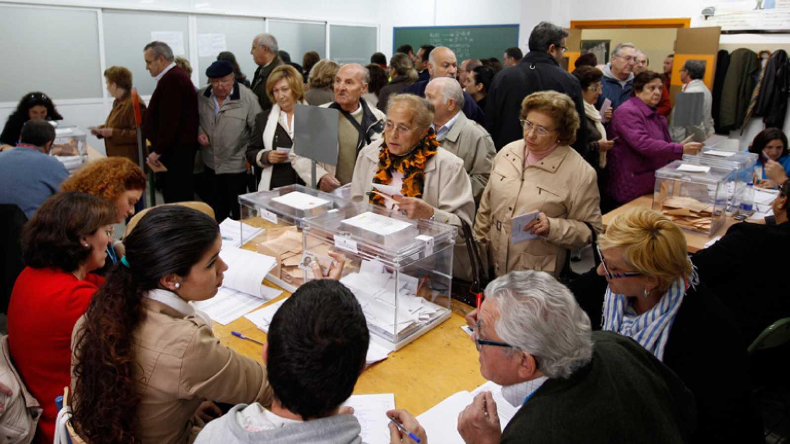 Un 37,8% de los electores ha votado a las 14:00 horas
