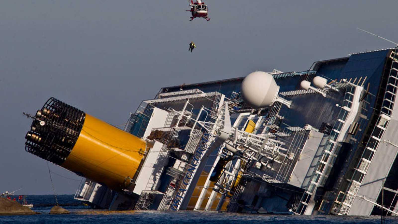 Paralizadas las labores de rescate en el Costa Concordia por el mal tiempo
