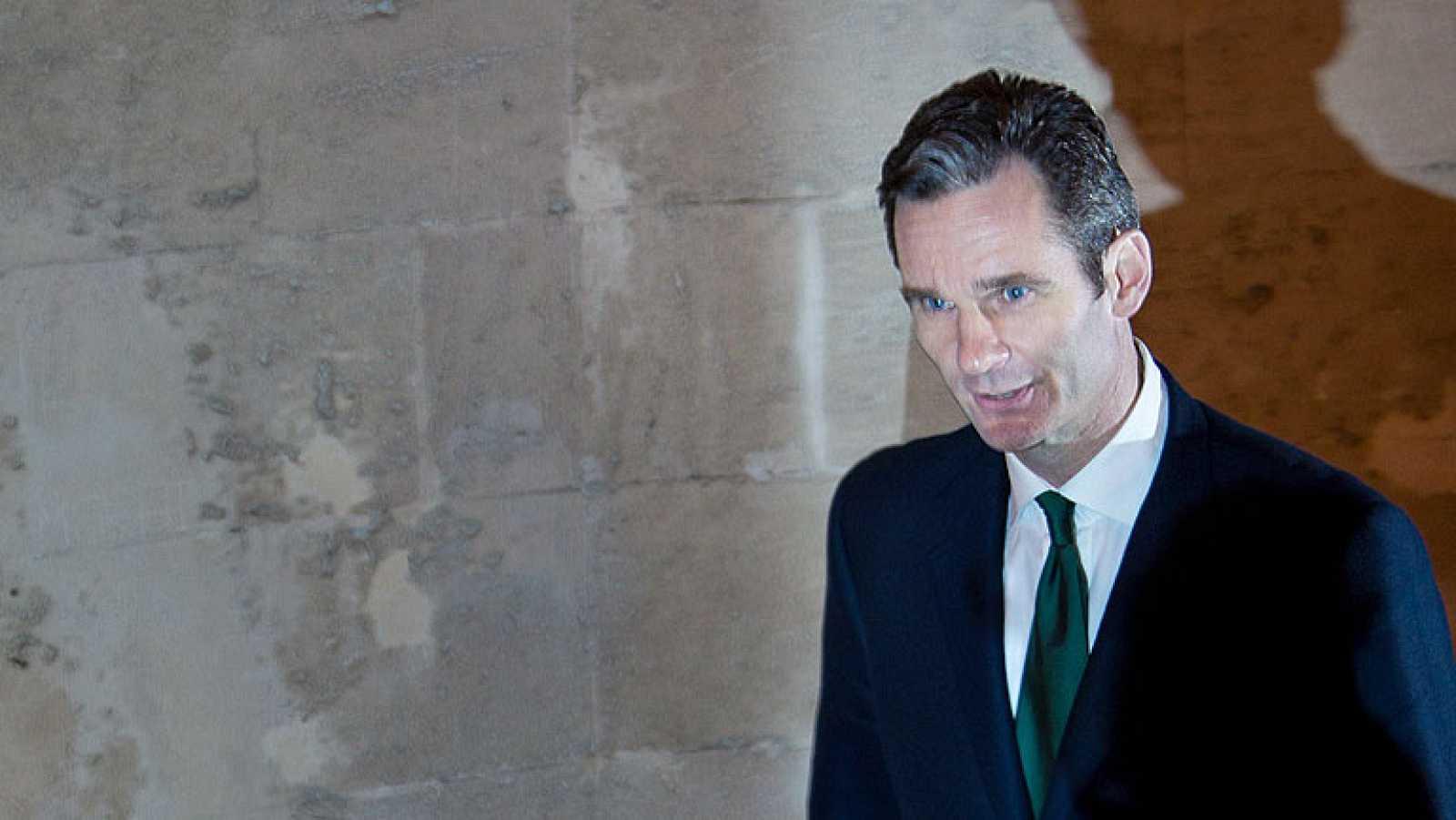 A las 4 y 10 minutos de la madrugada Iñaki Urdangarín, acompañado por su abogado, abandonaba los Juzgados de Palma de Mallorca sin hacer declaraciones.